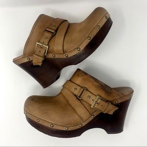 UGG Tan Leather Shearling Lined Clogs Size 9